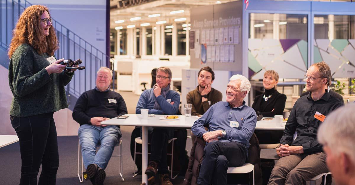 Bilde fra nettverkstreff med presentasjon av oppstartsbedrifter